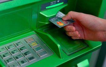 Лимиты снятия наличных с карты «Мир» в день: где и сколько можно снять без комиссии в банкоматах ВТБ и Сбербанк